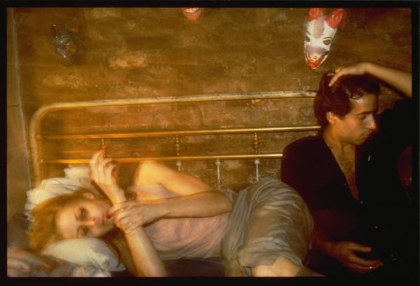 Nan Goldin, גריר ורוברט על המיטה, ניו יורק, 1982.  Tate Gallery, London