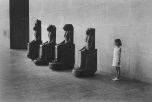 Elliot Erwitt, מוזיאון המטרופוליטן לאמנות, 1988, via Magnum