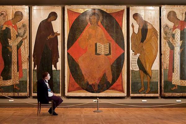 "Andy Freeberg, ""טוּר דייזוס ( Deisus Chin) לאנדריי רובלב (Andrei Rublev) ודאניל (Daniil) במוזיאון Tretyakov"",   2009. via Andrea Meislin Gallery, NY"