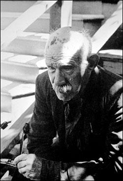הנרי דארג'ר בערוב ימיו. אחת משלוש תמונות