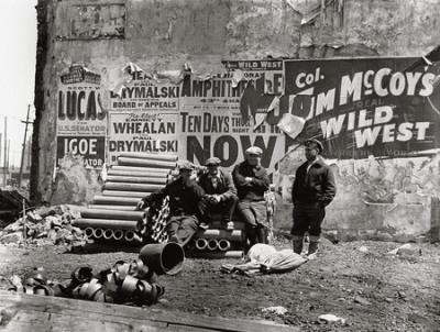 """נתן לרנר, """"נגד הקיר"""", מקסוול סטריט, שיקגו, 1936.  Multimedia Art Museum, Moscow"""