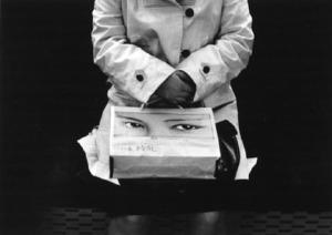 נתן לרנר, שקית הקניות, טוקיו, 1975. Columbia Museum of Contemporary Photography