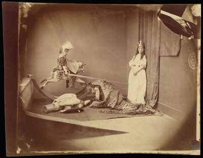 לואיס קרול, ג'ורג' הקדוש והדרקון, 26 ביוני, 1875. הדפס אלבומן,  The Getty Museum, Los Angeles