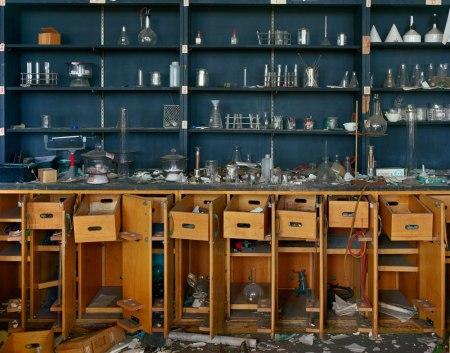 Andrew Moore, מעבדת הכימיה בבית הספר הטכני לשעבר קאס בדטרויט, 2009. National Building Museum, Washington, DC