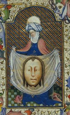 Master of Guilebert de Metz, ורוניקה הקדושה מציגה את הצעיף הנושא את חותם פניו של הצלוב (פרט), 1450-55.  The Getty Museum, Los Angeles
