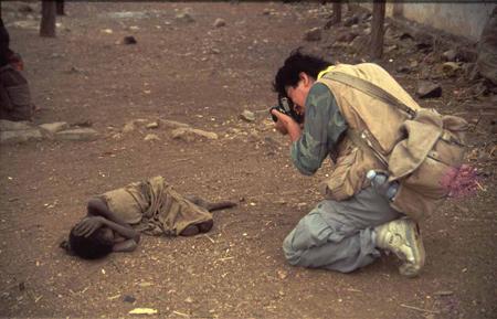 """צור שיזף, """"רומיאו ויוליה"""", בידוא, סומליה, 1992. Via """"ערב רב"""""""