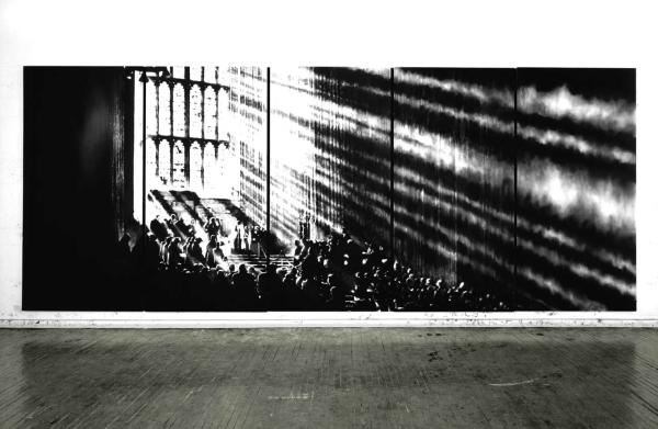 Robert Longo, ללא כותרת (קתדרלה של אור), 2008-9. פחם על נייר מקובע למשטח, מראה בסטודיו של האמן, ניו יורק. דרך האתר של האמן.