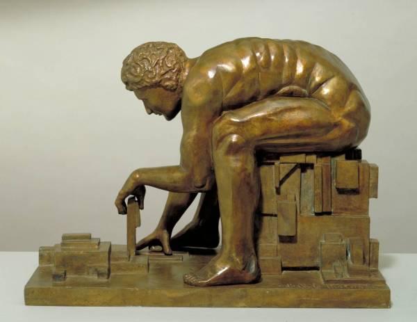 """Eduardo Paolozzi, ניוטון, 1988. ברונזה,  Tate Britain, London """"ניוטון"""" של אֶדוּאַרדוֹ פּאוֹלוֹצִי מוצג בגלריה טייט, לונדון, לא הרחק מ""""ניוטון"""" של ויליאם בלייק אותו הוא """"מבצע"""". הוא נוצק ממודל המקור הניצב בככר המפתן של הספריה הבריטית. כמו ברוב הפסלים של האמן (האנגלי ממוצא איטלקי) חלוץ הפופ-ארט, גם כאן נחקרים היחסים שבין הטכני ה""""רציונלי"""" לבין הדימויי. """"ניוטון"""" של פאולוצי חוזר אל """"ניוטון"""" של בלייק בשאלה על יחסי המדע והאמנות ומפתח שאלה זו לעיסוק אינהרנטי ביחסים הללו. בלייק ביקר את המדע באמצעים ציוריים. הוא הבחין בין ההגיון הפנימי, הבלתי ניתן לפריצה של הרציונליות המדעית (מה שוויטגנשטיין מאבחן כ""""קשיחות"""" המשוואה ב""""יסודות המתמטיקה""""), הגיון המתבטא ב""""ניוטון"""" שלו בצורות הכבולות למחוגה וסרגל, אותן פורעת האמנות בצבע ובמרקם. ואולם, גם לאמנות הגיון פנימי וכבילות מעשית, זאת בעוד שבאמצעות החקירה העצמית יכולים הן המדע הן האמנות לשבור את כליהם-שלהם כדי להתחדש. פאולוצי, המציג כאן דימוי-של-דימוי שהוא תחביר צורני, חוקר דווקא את הקרבה בין שני התחומים, המנוגדים לכאורה, של המדע והאמנות, ומציב אותם על אופק משותף."""