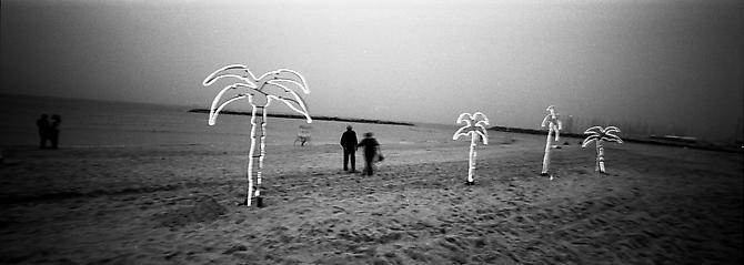 פבל וולברג, חוף תל אביב, 2010.  Andrea Meislin Gallery, New York