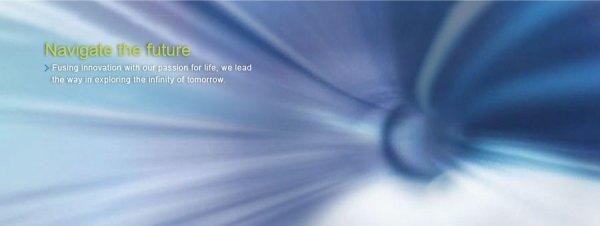 """באנר """"מנווטים את העתיד"""" באתר הבית של תאגיד פגאטרון המייצרת רכיבים לאפל:  """"במיזוג חדשנות עם תשוקתנו לחיים אנו המובילים את חקר האינסוף של המחר."""""""