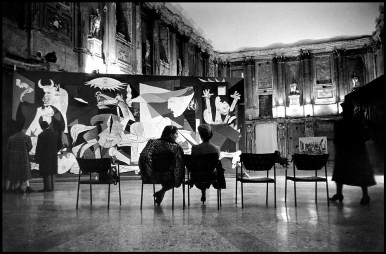 rene-burri-itali-lombardia-region-milan-1953-magnum-photos