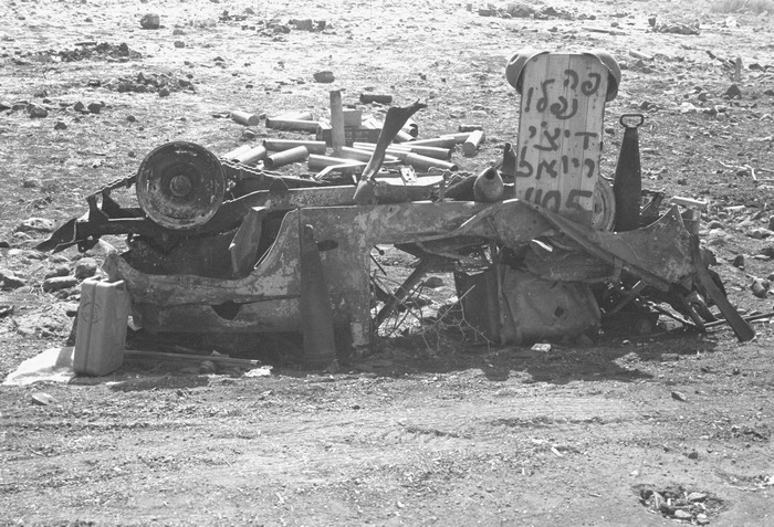 YOM KIPPUR WAR. A burned IDF jeep in the Golan, the writing says `Here Dichi and Yoal have fallen`. Via MilitaryPhotos